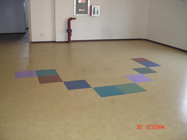 幼儿园专用塑胶地板 青岛塑胶地板 烟台塑胶地板 威海塑胶地板 LG塑图片