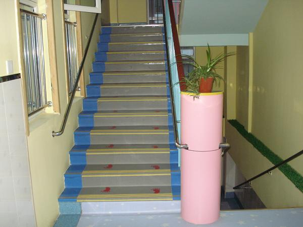 梯踏步1 青岛塑胶地板 烟台塑胶地板 威海塑胶地板 LG塑胶地板 韩华图片